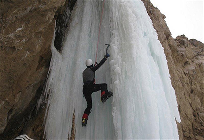 آبشار اسکندر در زمستان