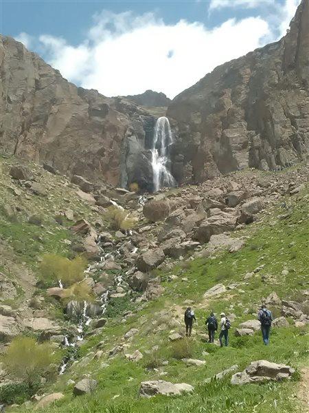 آبشار اسکندر در نزدیکی تبریز