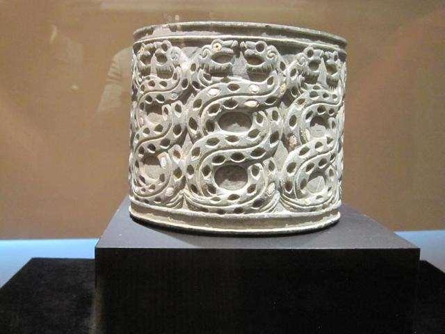 نقوش مار بر ظروف سنگ صابون / پنج هزار سال پیش،تمدن جیرفت کرمان