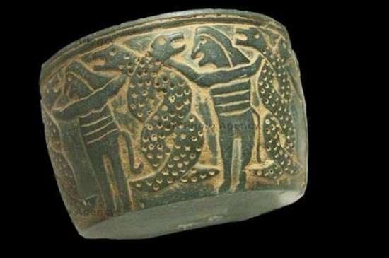 نقوش مار بر ظروف سنگی / پنج هزار سال پیش،تمدن جیرفت کرمان