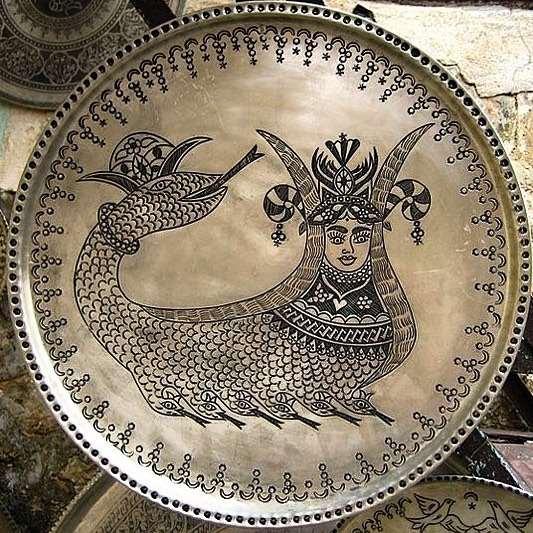 ظرف قلم زنی شده با نگاره شاه ماران هنر دست کردستان