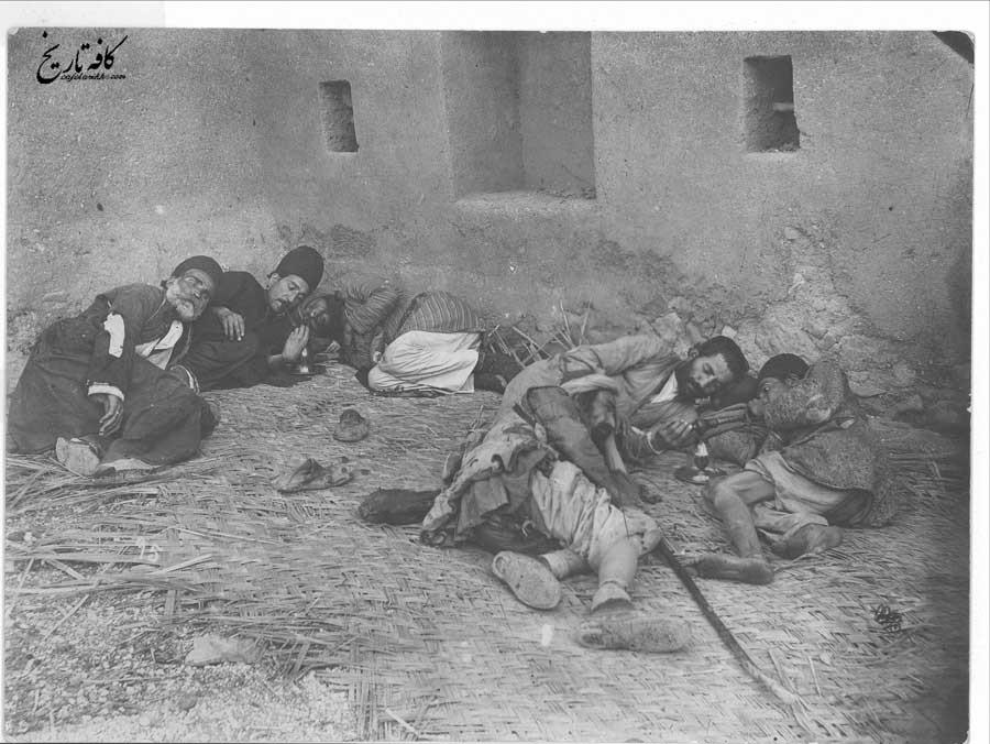 تریاک کشی و شیره کش خانههای دوره قاجار