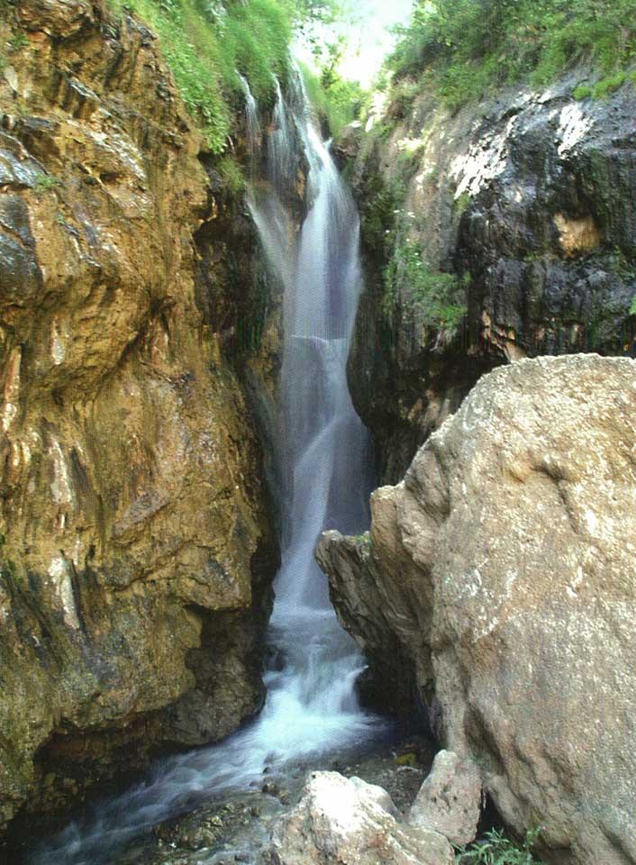 منظره آبشار گل آخور در زمستان عکس از مجید فرهمندی