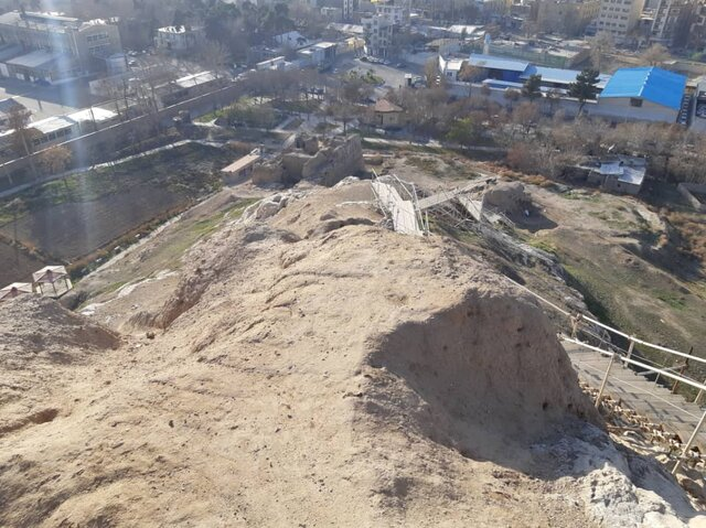 دژ رشکان از بالاترین نقطهی این قلعه و تعبیه فضای ناایمن برای ورود گردشگران